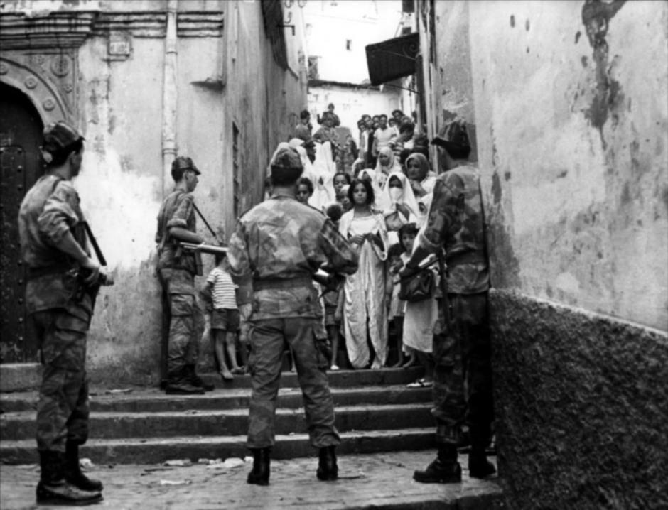 Fotograma de la película La Batalla de Argel, G. Pontecorvo, 1965.
